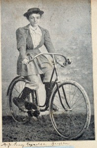 brighton_lady_cyclist